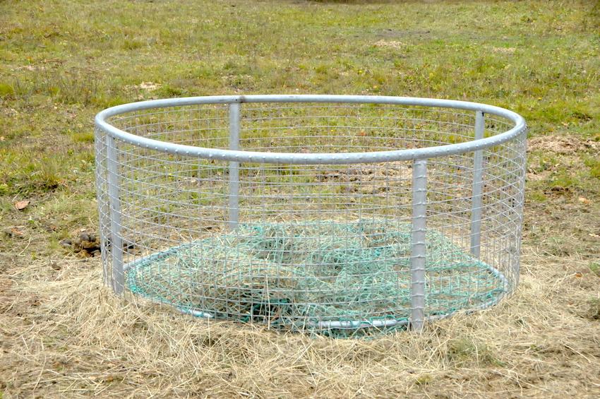 33520 lehké provedení příkrmiště pro koně, při slušném zacházení slouží již 6 let. Příkrmiště je doplněné spořící sítí.