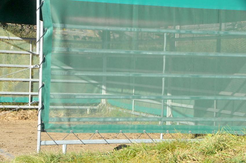 45663 přístřešek pro zvířata, pokud je postaven vně pastviny, zvířata jej nemohou poškozovat - po 6 letech používání
