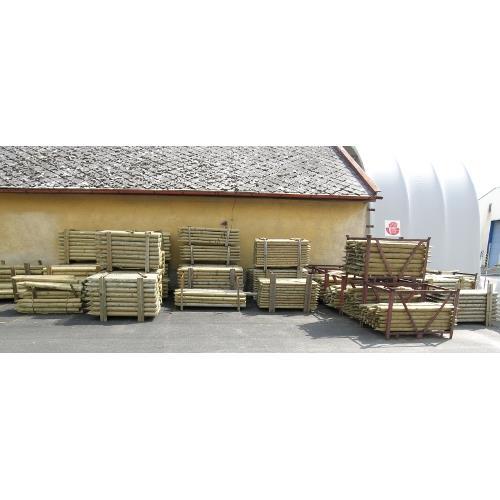 Kůl dřevěný pro elektrické ohradníky, tlakově mořený - délka 180 cm/průměr 8 cm Kůl dřevěný pro elektrické ohradníky, tlakově mořený