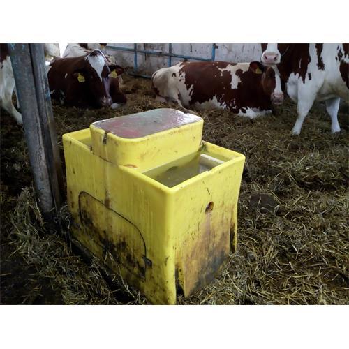 Napájecí žlab GEA THERMO Watermatic - Watermatic 150 - 16 l Fotografie z provozu při - 15C°, použito výhřívácí těleso.