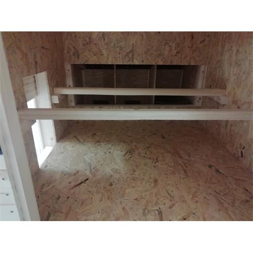 Zateplený nízký kurník pro 10 slepic 180x129x122 cm Vnitřní prostor kurníku.